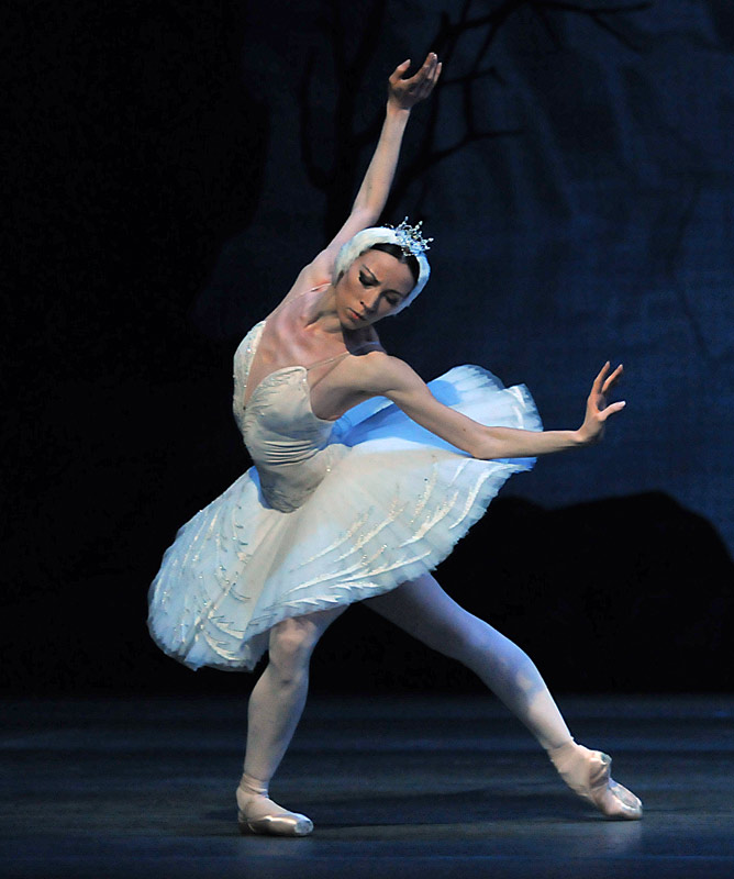 single women in swanlake When it comes to classical ballets, one of the most beautiful and romantic  productions remains swan lake.